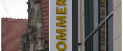 ANALYSE-FLASH: Commerzbank senkt Ziel für Daimler auf 50 Euro -